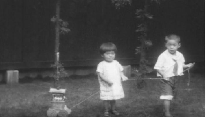 オオウラで遊ぶ子供たち